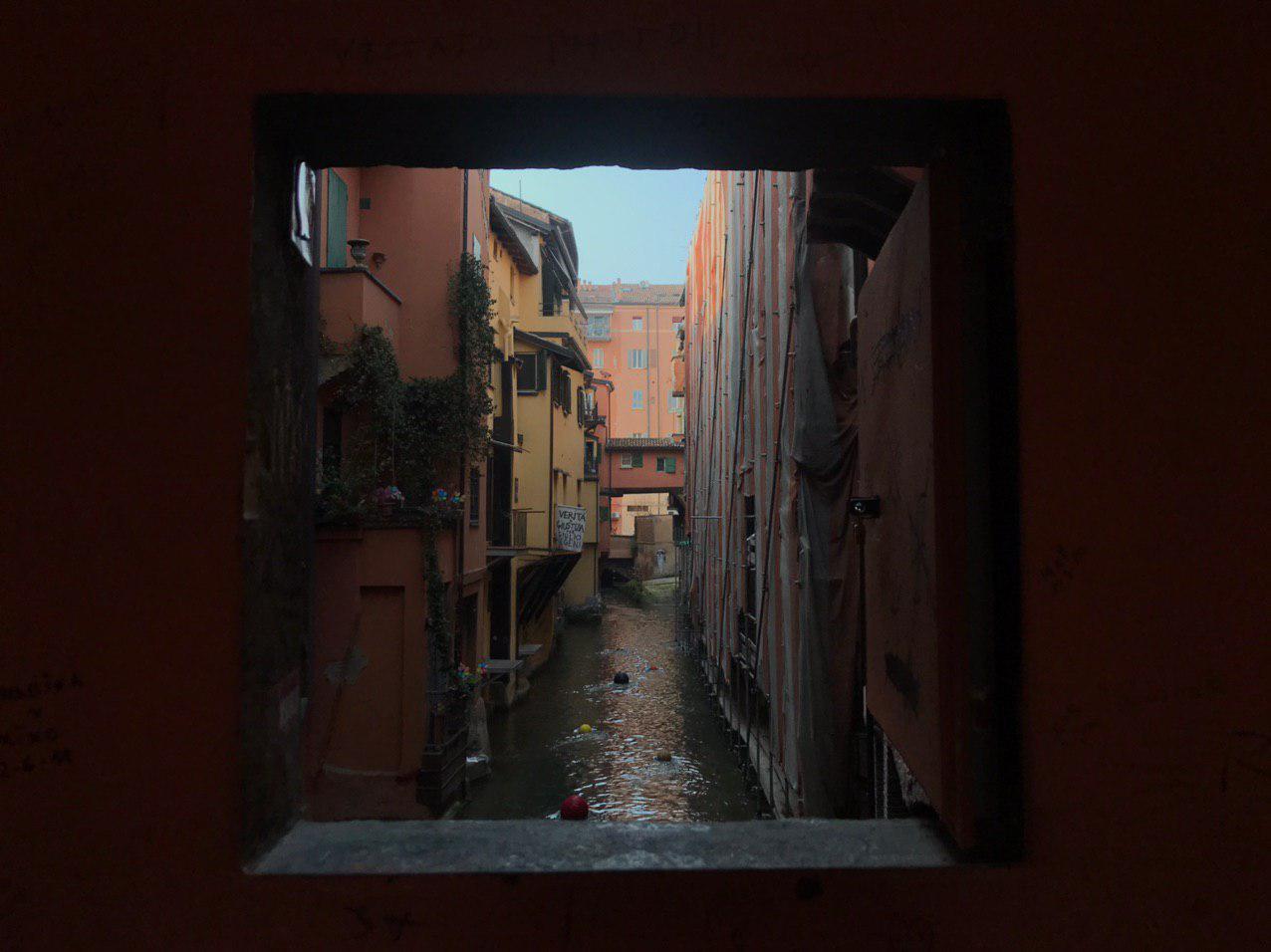 Cosa vedere a Bologna Arte e musei - Finestrella di via Piella Bologna